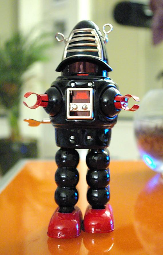 Robot photo for post on website SEO tips